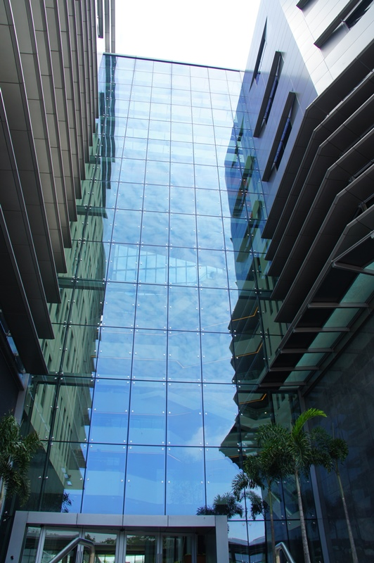 - Multi-storey glass-enclosed atrium & high-level Alpolic cladded linkbridge connecting both blocks.
