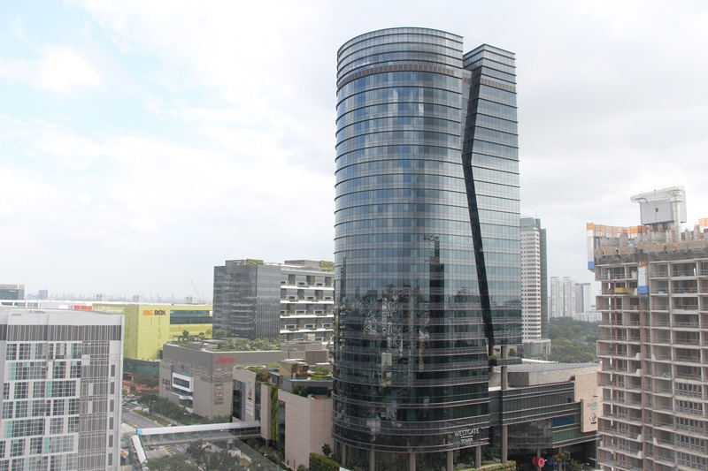 - Tower block of straight-segmented unitised curtain wall with recessed kinks on both sides.